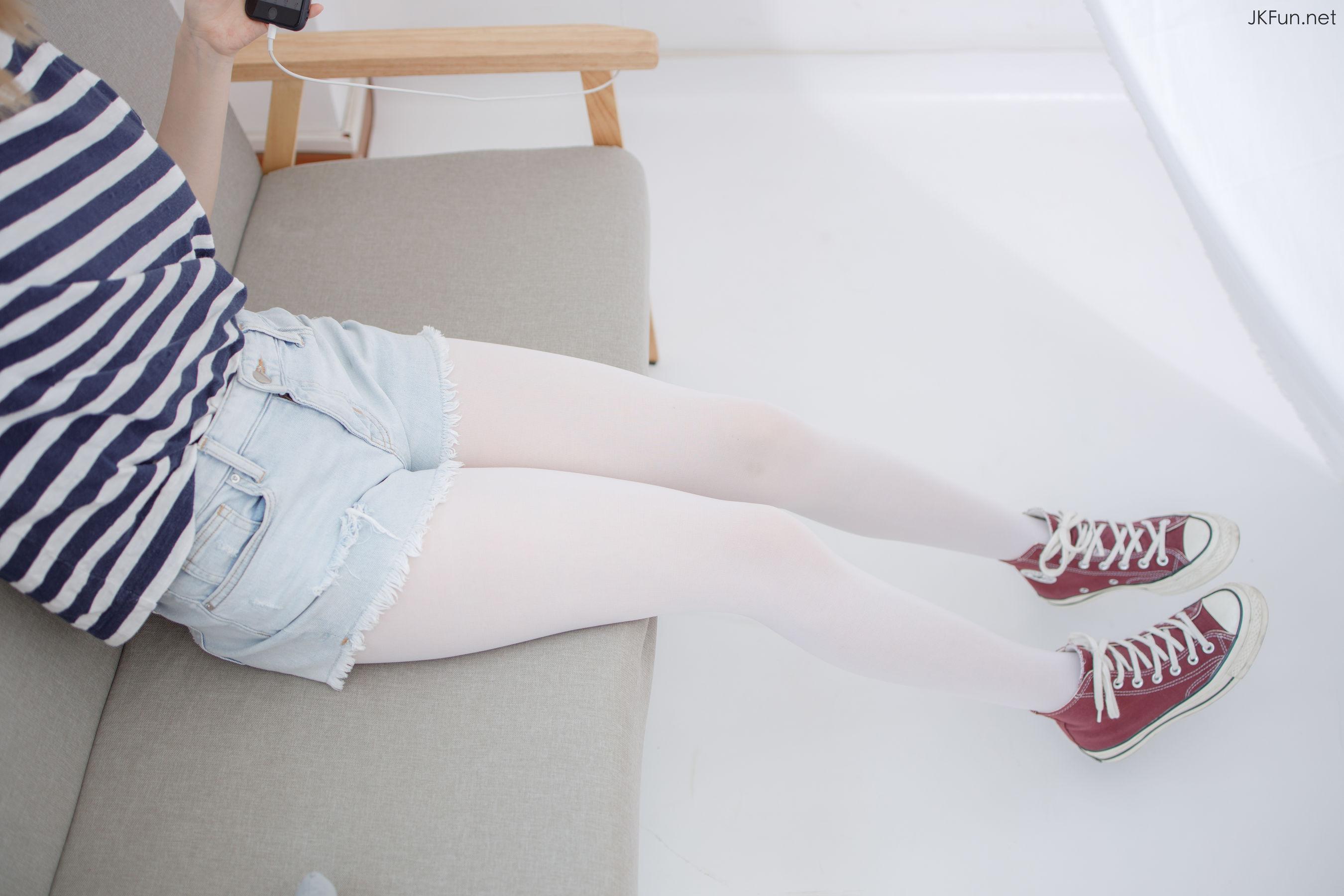[网络美女] 网络美女 80D白丝 高清写真套图